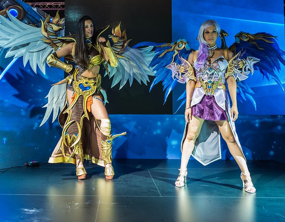 League of Angels models at Gamescom 2017