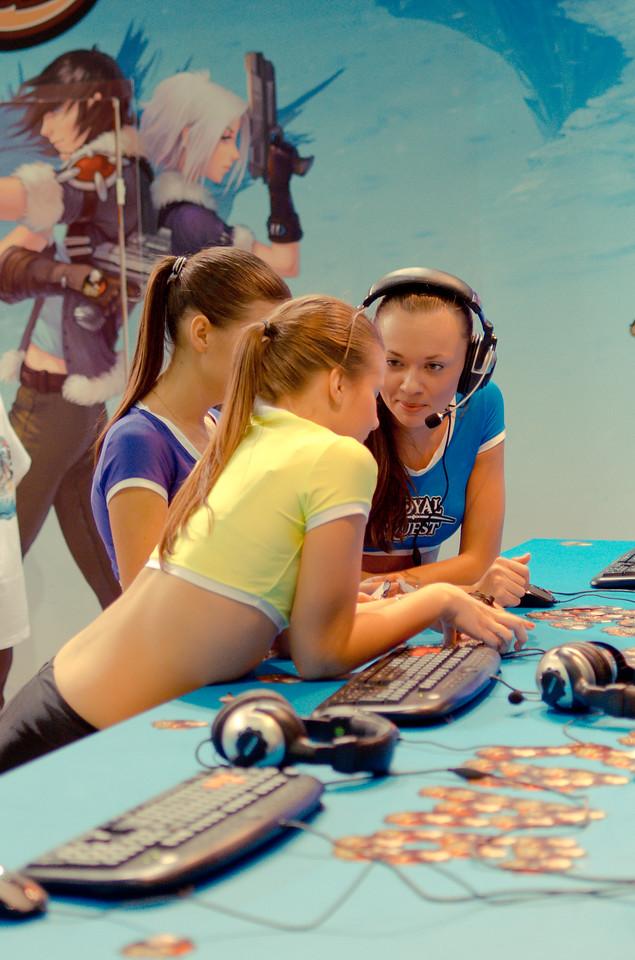 Royal Quest girls at Igromir 2011