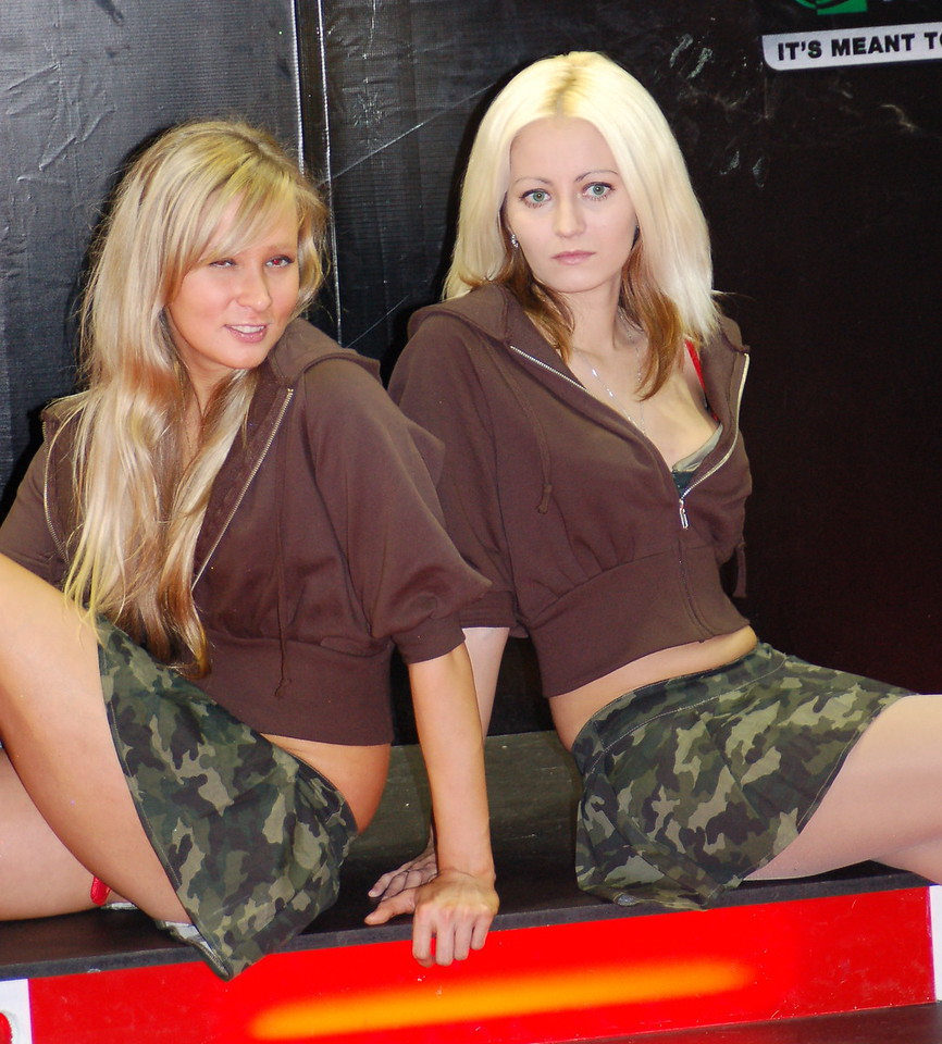 World in Conflict girls
