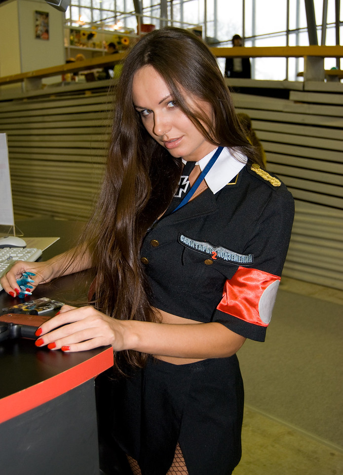 1C girl on Igromir 2008