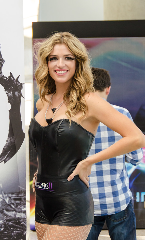 Darksiders II girl at E3 2012