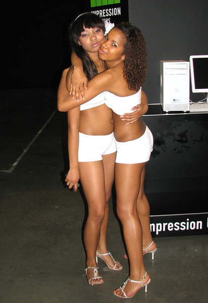 Impression booth-babes