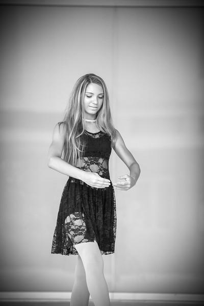 dance_bw020