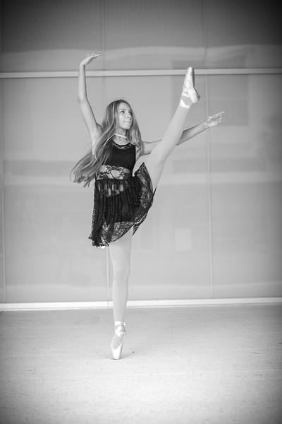 dance_bw019