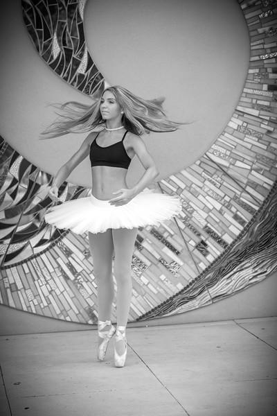 dance_bw053