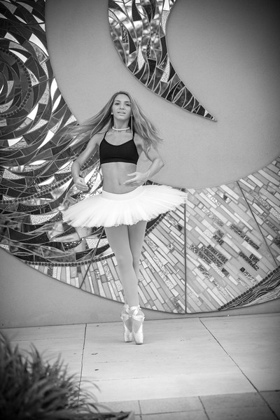 dance_bw050