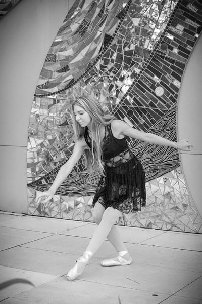 dance_bw007