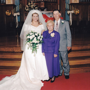 Avery and Betty Wilcox pose with Avery's granddaughter Melissa Ziogas on her wedding day, Oct. 17, 1998. (Photo courtesy of the family.)
