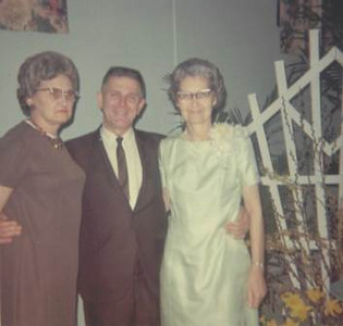 Velva Mihalis, right, with her sister, Dorothy Yorks, and youngest brother, Carl Cross, in 1969.