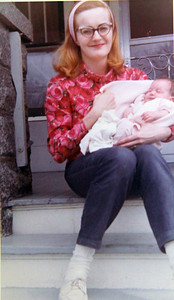 Marilyn Exline, then known as Marilyn Hufford, with her daughter, Heidi, in 1967.