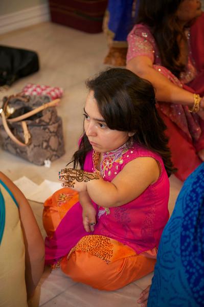 Rahim-Mehndi-2012-06-00361