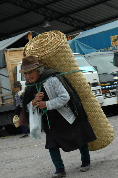 Saquisili Market
