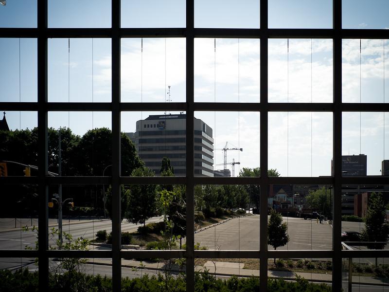Reinforcing patterns (grid), environmental framing.