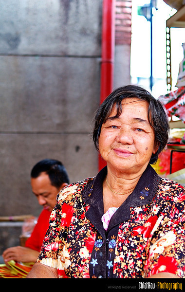 The auntie who sell fruits near the Pitt streat. She is friendly enough to pose for me. :)