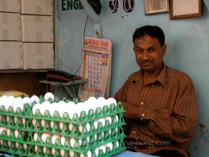 Man selling eggs near Victoria Station in Mumbai