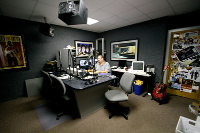 Kevin Bridges at Gardner-Webb's WGWG radio station, 2010.