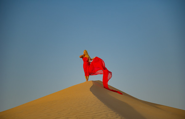 Lily on the dunes.  Desert photoshoot.  <br /> <br /> Photo by: Stephen Hindley ©