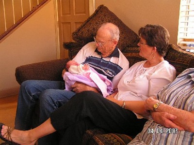 April 4_ 2007 Great grandparents and Auntie Linda visit Gracie 030.jpg