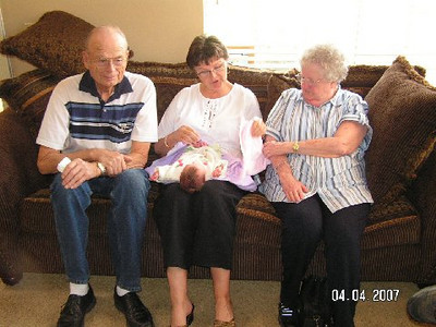 April 4_ 2007 Great grandparents and Auntie Linda visit Gracie 023.jpg