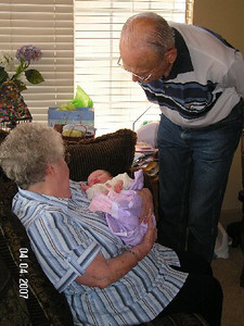 April 4_ 2007 Great grandparents and Auntie Linda visit Gracie 009.jpg