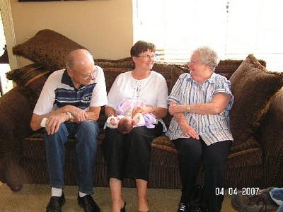 April 4_ 2007 Great grandparents and Auntie Linda visit Gracie 020.jpg