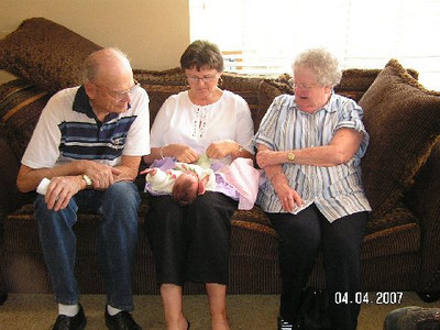 April 4_ 2007 Great grandparents and Auntie Linda visit Gracie 022.jpg