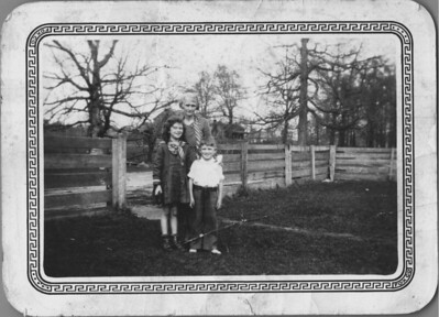 peggy and fred jr spence 1932 with mattie spence cousin vergie dishongh