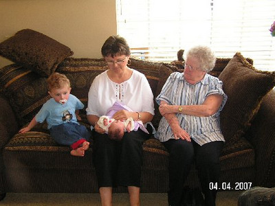April 4_ 2007 Great grandparents and Auntie Linda visit Gracie 016.jpg