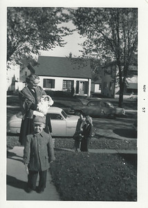 Me (hat), Great Grandma Wiggs, Kim, Dad, not sure(back right) and Mom.