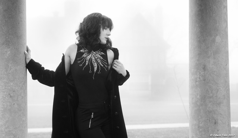 Photo session with Jacqui Daviau-Thompson on January 22, 2017. In the fog at Wilistead Park.