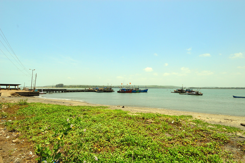 Hot, bright day at Chapora Jetty(Chapora River and Arabian Sea)