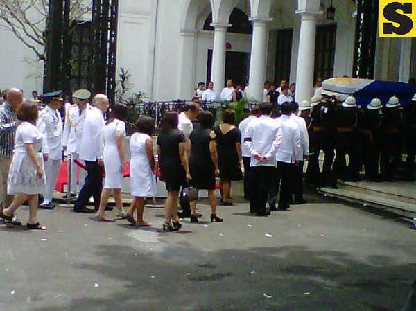 Robredo's remains approaching Kalayaan Hall.