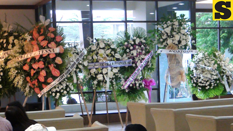 Flowers offered for Captain Jessup Bahinting, a pilot who died in a plane crash of Masbate last August 18, 2012. He was with DILG Secretary Jesse Robredo and two others when the accident happened. Only Robredo's aide survived the crash. (Sunnex)