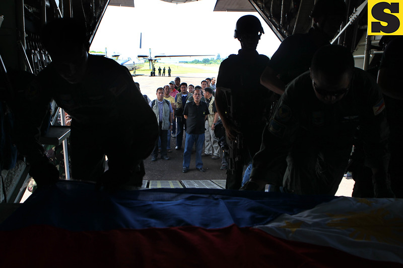 President Benigno S. Aquino III checks the  safety of the casket containing the remains of Sec. Jesse Robredo on board C130 plane Tuesday, August 21, 2012 in Masbate airport. The casket is to be brought to Naga City in Bicol province, his hometown, where the family of the Secretary is waiiting. (Photo by Benhur Arcayan/Malacanang Photo Bureau)