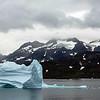 A Talisaq , l'iceberg est toujours dans la baie