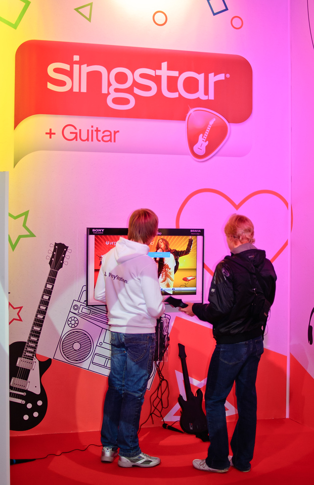 Singstar + Guitar at Igromir 2010