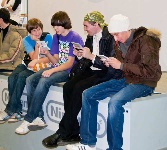 Boys with DSes at Igromir 2009