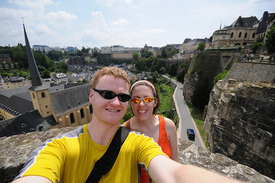 Self-portrait at the site of the original chateau in Luxembourg. The Grund is visible in the background left, and the Chemin de la Corniche is the balcony on the upper right.