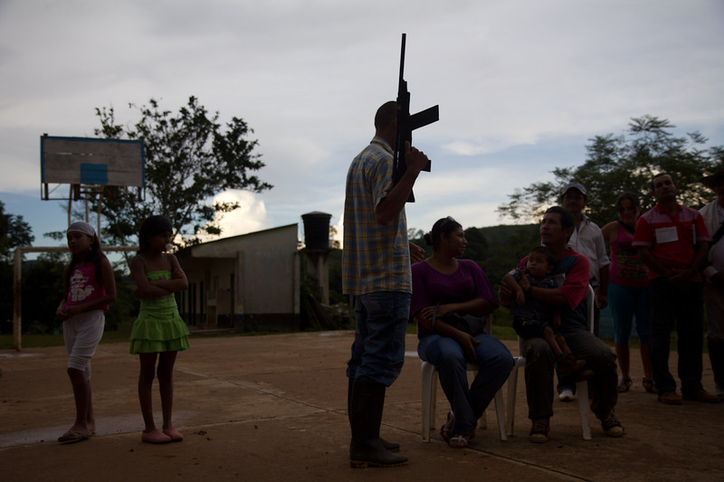 During a theatrical representation the locals show how the civilian population has suffered due to the violence. Guamocó was and is one of the regions of Colombia that has been hardest hit by the violence caused by illegal armed groups that, according to the locals, intend to dominate the region in order to exercise economic control over the mining and marketing of gold.