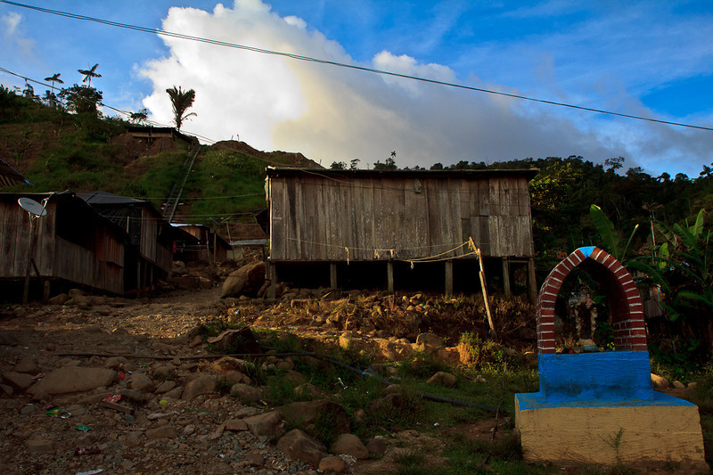 The community of Mina Walter in Guamocó is literally living on top of gold. Artisanal mining has been the livelihood of its residents for decades. This gift of nature has also been its curse, because in addition to the community's isolation, its natural resources have attracted the interests of mining companies and illegal armed groups.