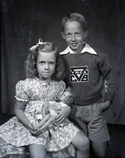 Marilyn Burnette and Boy  (06753)
