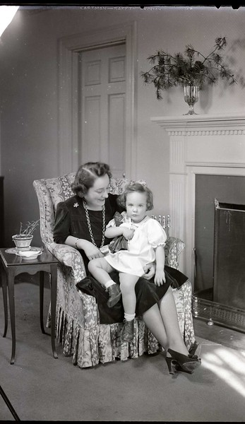 Mrs. B. C. Baldwin, Jr. and Child  IV  (06968)
