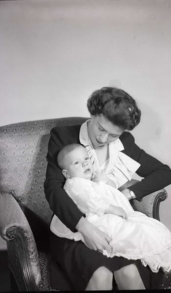 Mrs. W. B. Harris and Infant (10 of 12)  (06921)