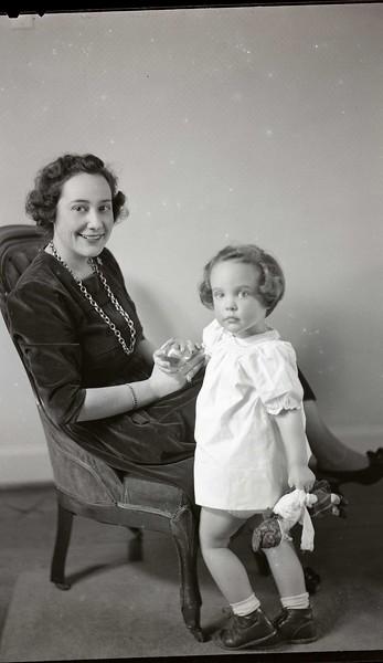 Mrs. B. C. Baldwin, Jr. and Child  III (06967)
