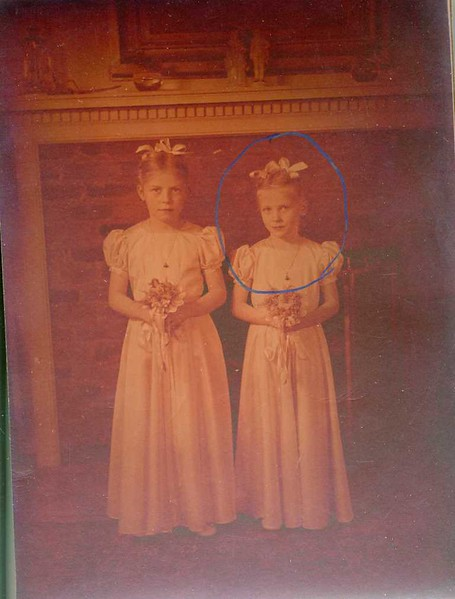Mrs. W. M. Whitehead's Two Daughters  VI  (06901)