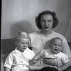Mrs. Vernon Giles and Children  (06833)
