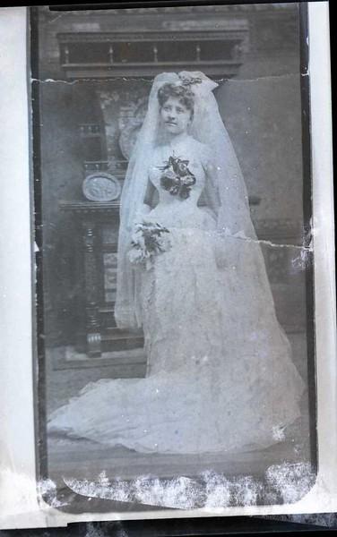 Unidentified 1900's Bride  (06894)