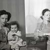 Mrs. Frances (Alsen) Thomas and Child  VI  (09039)