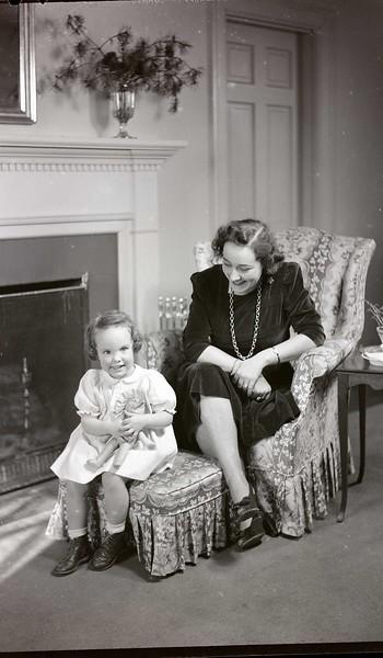 Mrs. B. C. Baldwin, Jr. and Child  I  (06965)