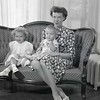 Mrs. Robert Taylor and Children  I  (09184)
